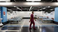 Sebuah rumah sakit di Kota Haifa, Israel, mengubah tempat parkir bawah tanahnya menjadi bangsal pasien COVID-19 (Photo credit: JACK GUEZ/AFP)