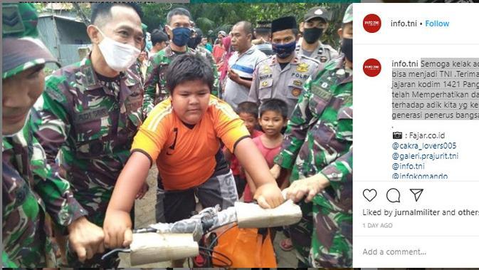 Jajaran Kodim Pangkep Beri Sepeda Baru untuk Bocah Korban Perundungan  (Foto: Instagram info.tni)