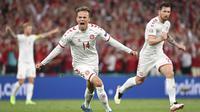 Pemain Denmark Mikkel Damsgaard merayakan golnya ke gawang Rusia pada laga Grup B Euro 2020 di Stadion Parken di Kopenhagen, Denmark, Selasa, 22 Juni 2021. (Jonathan Nackstrand/Pool via AP)