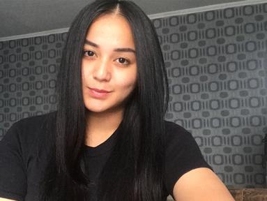 Beberapa waktu lalu, Anisa Bahar mengatakan tak memiliki anak Juwita Bahar. Beberapa jam setelah omongan tersebut yang dimuat banyak media, Juwita pun mengklarifikasi terkait omongan mamanya. (Instagram/juwitabahar11)