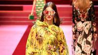 Aksesori sudah menjadi benda wajib yang dimiliki untuk menambah gaya Anda. Agar selalu stylish, simak tren dari Milan Fashion Week berikut.
