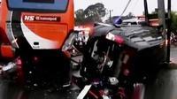 Sebanyak tiga orang tewas dan belasan luka berat dalam kecelakaan beruntun di kawasan wisata Puncak, Bogor, Jawa Barat. (Liputan 6 SCTV).
