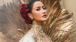 Parasnya yang cantik natural, membuat wanita asal Surabaya ini kerap dilibatkan oleh para fotografer untuk menjadi foto model. Terlihat dari akun Instagram pribadinya, Ayu Maulida sering kali menjalani pemotretan dengan beberapa fotografer. (Liputan6.com/IG/@ayumaulida97)