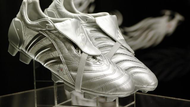5 Sepatu Pesepak Bola yang Paling Legendaris di Dunia - Bola ... 5de942f59c
