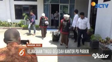 Kejaksaan Tinggi Sulselbar geledah kantor PD Parkir Makassar terkait dugaan korupsi senilai Rp 1,9 miliar.