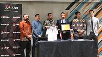 PT Liga Indonesia Baru (PT LIB) menjalin kerja sama dengan La Liga di fX Soedirman, Rabu (16/1/2019) sore. (Bola.com/Benediktus Gerendo Pradigdo)