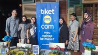 Chief Marketing Officer & Co-Founder tiket.com, Gaery Undarsa dan tim tiket,com saat Media Gathering Perayaan 7 Tahun tiket.com di Pasific Palace.