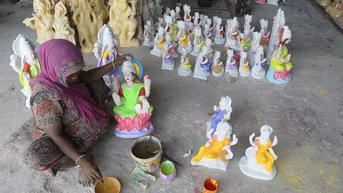 FOTO: Intip Kesibukan Perajin Patung Dewi Laksmi Jelang Festival Diwali