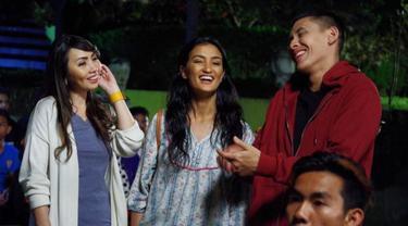 Imelda Budiman, Atiqah Hasiholan dan Ganindra Bimo di film Pariban. foto: istimewa