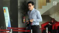 Pemilik perusahaan batu bara PT Borneo Lumbung Energi, Samin Tan bersiap menjalani pemeriksaan oleh penyidik di gedung KPK, Jakarta, Kamis (13/9). Samin Tan diperiksa sebagai saksi terkait kasus proyek PLTU Riau-1. (Merdeka.com/Dwi Narwoko)
