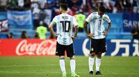 Lionel Messi tertunduk lesu setelah timnas Argentina menelan kekalahan 3-4 dari Prancis pada laga 16 besar Piala Dunia 2018 di Kazan Arena, Sabtu (30/6/2018). (AFP/Jewel Samad)