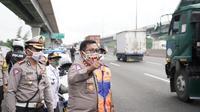 Kepala Korps Lalu Lintas (Korlantas) Polri Irjen Istiono meninjau mudik di Tol Jakarta-Cikampek KM 31 arah Cikampek. (Istimewa)