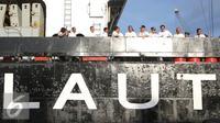Budi Karya Sumadi bersama rombongan diatas kapal KM Caraka Jaya Niaga III-4 di Pelabuhan Tanjung Priok, Jakarta Utara, Selasa (25/10). Kunjungan ini dalam rangka melepas keberangkatan KM Caraka Jaya Niaga III-4 ke Natuna. (Liputan6.com/Immanuel Antonius)