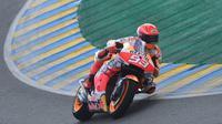 Pembalap Repsol Honda, Marc Marquez, menjadi yang tercepat pada sesi latihan bebas ketiga (FP3) MotoGP Prancis yang berlangsung di Sirkuit Le Mans, Sabtu (15/5/2021) sore WIB. (AFP/Jean-Francois Monier)