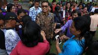 JR Saragih menyapa pendukungnya (Liputan6.com/Reza Efendi)
