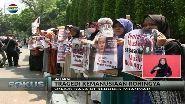 Massa di sejumlah daerah berunjuk rasa mengecam aksi kekerasan di Myanmar.