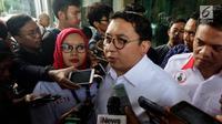 Sekjen Partai Gerindra Fadli Zon memberi keterangan kepada awak media usai mendatangi Bareskrim Mabes Polri, Jakarta, Jumat (2/3). Salah satu akun yang dilaporkan oleh Fadli Zon adalah akun twitter milik Ananda Sukarlan. (Liputan6.com/Johan Tallo)
