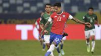 Eduardo Vargas melepas tembakan saat Chile hadapi Bolivia di grup A Copa America 2021 (AFP)