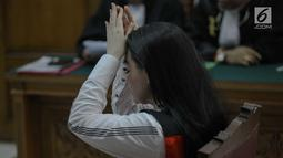 Aktris Jeniffer Dunn saat menjalani sidang perdana penyalahgunaan narkoba di Pengadilan Negeri Jakarta Selatan, Kamis (5/4). Sidang tersebut beragendakan pembacaan dakwaan. (Liputan6.com/Faizal Fanani)