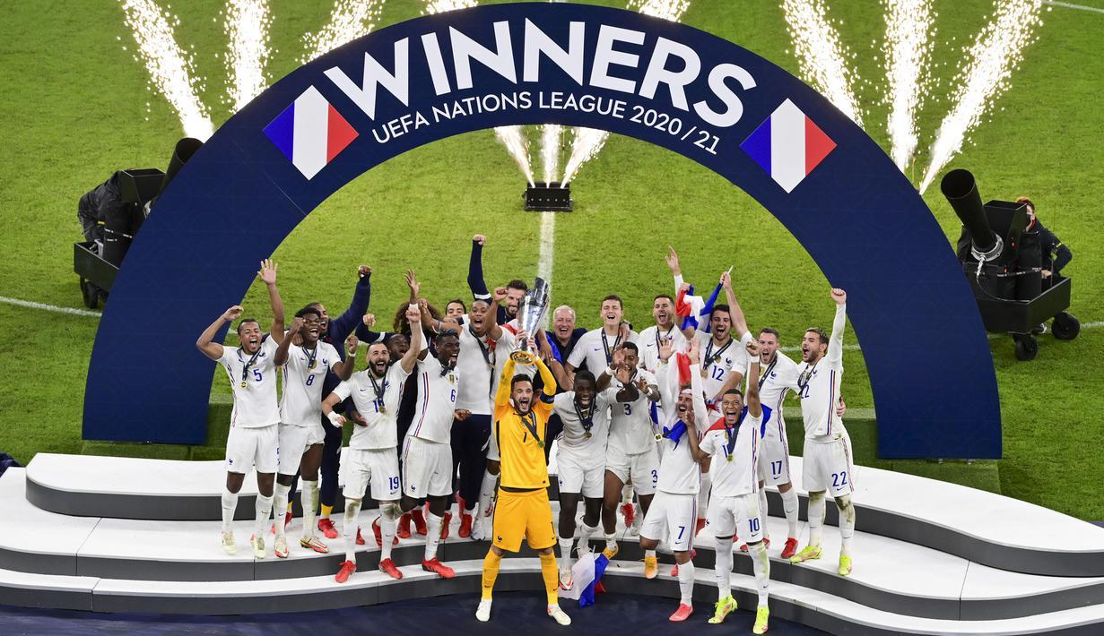 Prancis berhasil merebut gelar juara UEFA National 2021 setelah mengalahkan Spanyol di babak final. Sempat tertinggal terlebih dahulu, Les Bleus sukses melakukan come back manis yang berujung kemenangan. (AP/Pool/Miguel Medina)