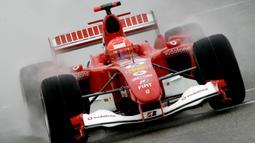 Schumacher mampu memenangi 17 dari 30 balapan lintasan basah yang dilakoninya membuat dirinya diberi julukan Raja Lintasan Basah. Julukan Raja Lintasan Basah kemudian mendunia seiring semakin suksesnya Schumacher di Formula 1. (AFP/Jose Jordan)