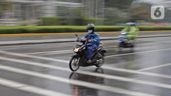 Musim Hujan Tiba, Begini Cara Jaga Tubuh dan Gaya Berkendara Agar Tetap Aman