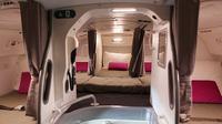 Melihat bunker rahasia di pesawat terbang tempat para awak kabin beristirahat.