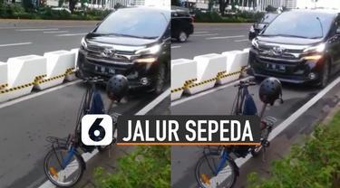 Beredar video mobil masuk jalur sepeda permanen. Kejadian ini kemudian viral di beberapa media sosial.