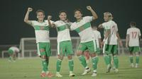 Egy Maulana Vikri, Evan Dimas, dan Kadek Agung ketika Timnas Indonesia melawan Oman di Dubai, Uni Emirat Arab (UEA). (PSSI)..