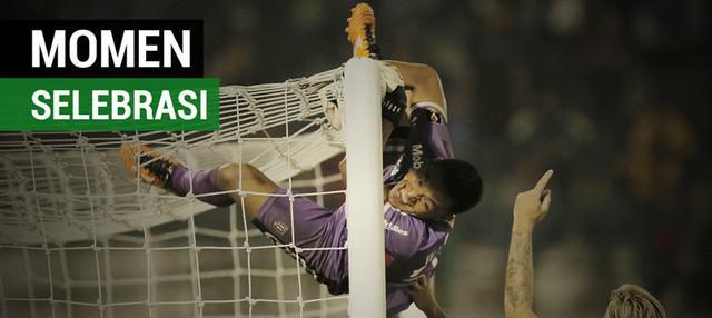 Berita video momen kiper Bali United, Wawan Hendrawan, bergelantung di gawang saat perempat final Piala Presiden 2018 mendapat apresiasi.