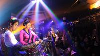 Begini aksi Maia Estianty dan Al Ghazali nge-DJ bareng [foto: instagram]