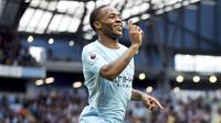 4. Raheem Sterling - Pemain timnas Inggris ini sangat berperan dalam mengantarkan Manchester City meraih gelar juara. Tidak mengherankan jika sang pemain dinobatkan sebagai pemain muda terbaik Premier League musim ini. (AP/Nick Potts)