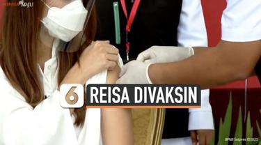Tak hanya Presiden Joko Widodo yang terima vaksin Covid-19 Sinovac pada Rabu (13/1) siang. Sejumlah kalangan juga disuntik vaksin buatan China tersebut. Salah satunya Reisa Broto Asmoro.