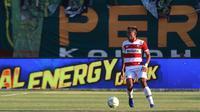 Asep Berlian, gelandang Madura United. (Bola.com/Aditya Wany)