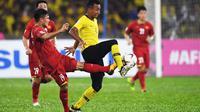 Duel Malaysia vs Vietnam di leg pertama final Piala AFF 2018 di Stadion Nasional Bukit Jalil, Kuala Lumpur, Selasa (11/12/2018). (AFP/Mohd. Rasfan)