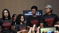 Para bintang film Keluarga Tak Kasat Mata: Aura Kasih, Deva Mahenra, dan Wizzy. (Achmad Sudarno/Liputan6.com)