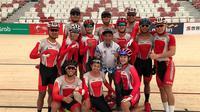 Atlet balap sepeda track Indonesia tengah berlatih untuk Asian Games 2018 di Velodrome, Rawamangun. (Istimewa)
