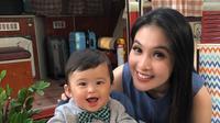 Sandra Dewi dan buah hatinya, Raphael Moeis [foto: instagram.com/raphaelmoeis]
