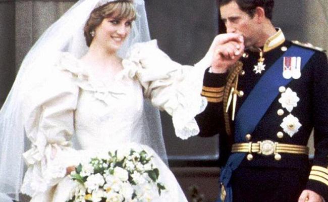 Gaun pengantin Putri Diana/copyright AP