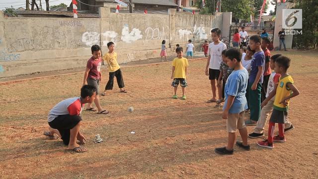 Niken Sesilia, warga perumahan Griya Rajawali BIntaro punya cara unik mengatasi fenomena kecanduan gadget pada anak-anak. Ia membuat No Gadget Campaign untuk mengajak anak main di luar rumah.