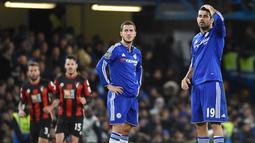 Ekspresi murung dari pemain Chelsea, Eden Hazard dan Diego Costa, saat takluk 0-1 dari Bournemouth pada laga Liga Premier Inggris di Stadion Stamford Bridge, Inggris, Sabtu (5/12/2015). (EPA/Facundo Arrizabalaga)