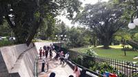 Nikmati suasana kota Bogor dengan berjalan mengelilingi lingkar Istana dan Kebun Raya Bogor.