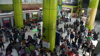 Pemudik di Stasiun Gambir, Jakarta Pusat. (Liputan6.com/Ady Anugrahadi)