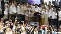 Capres nomor urut 02 Prabowo Subianto menghadiri pembekalan kepada relawan Prabowo-Sandi di Padepokan Silat TMII, Jakarta, Jumat (15/3). Pembekalan tersebut dalam rangka persiapan memenangkan Prabowo-Sandi di Pilpres 2019. (Liputan6.com/Immanuel Antonius)
