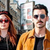 Pernikahan Joe Jonas dan Sophie Turner sudah mulai tersiar. Kabarnya, pasangan ini akan menikah di saat Natal tahun2017 mendatang. Benar kah? Selain itu, sudah ternungkap juga mengenai lokasi pernikahannya. (Doc. Enews)