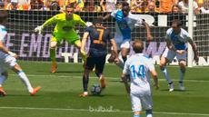 Valencia menuai kemenangan tipis 2-1 atas tim yang sudah terdegradasi Deportivo La Coruna dalam pertandingan terakhir mereka di Li...