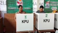 Mahfud MD Coblos Pemilu 2019. (Liputan6.com/Switzy Sabandar)
