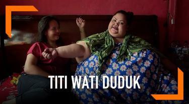 Kondisi penderita obesitas Titi Wati terus membaik pascaoperasi dan perawatan di rumah sakit. Kini Titi kini dapat duduk dan menggerakan tubuhnya leluasa.