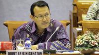 Direktur Utama BPJS Kesehatan, Fachmi Idris mendengarkan saat RDP dengan Komisi IX DPR di Gedung Parlemen, Jakarta, Senin (27/5/2015). Agenda RDP membahas Peningkatan kerjasama BPJS Kesehatan dengan RS Swasta. (Liputan6.com/Helmi Afandi)