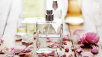 Lakukan ini agar aroma parfum bertahan lama pada tubuh. (Foto: Istockphoto)